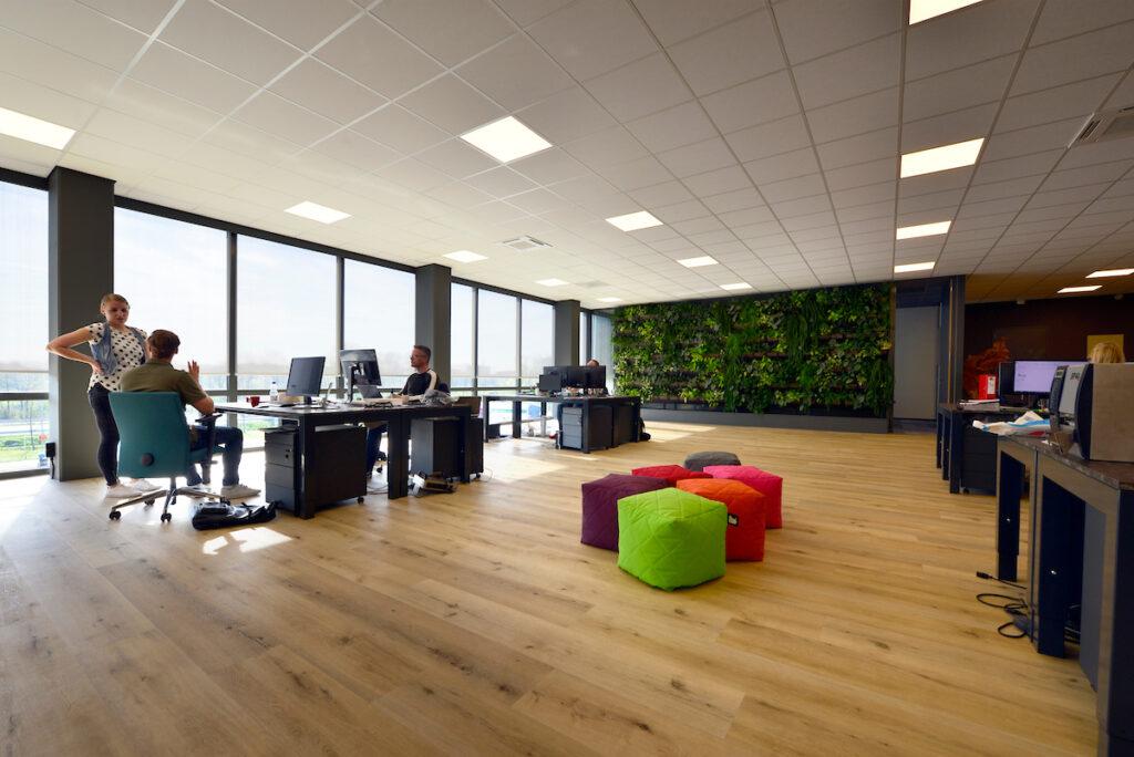 Kantoorruimte en distributiecentrum L&M Rijnsburg gebouwd door Hercuton