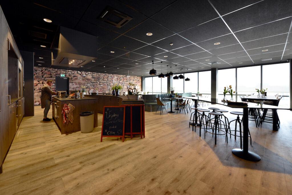 Distributiecentrum met kantoren L&M Rijnsburg gebouwd door Hercuton