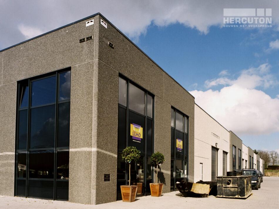 Bedrijfsverzamelgebouw gebouwd door Hercuton in Aalsmeer.