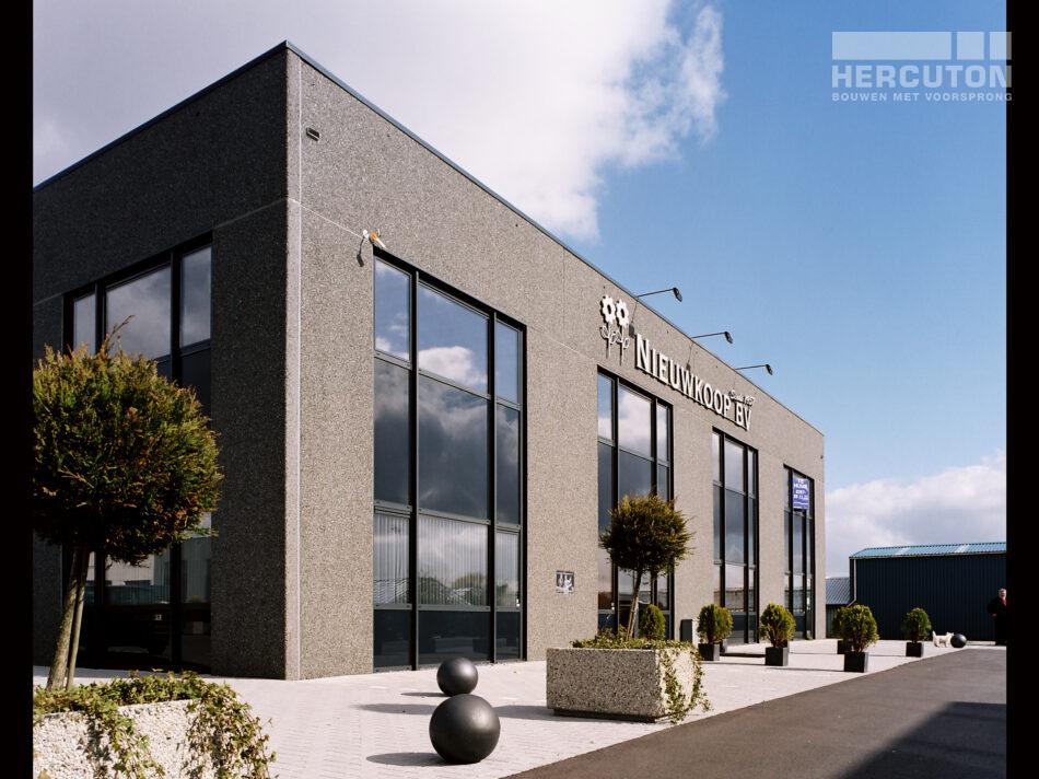 De opdrachtgever van dit project is geen onbekende van Hercuton. Dit is het 4e gebouw dat Hercuton voor hem heeft gebouwd.