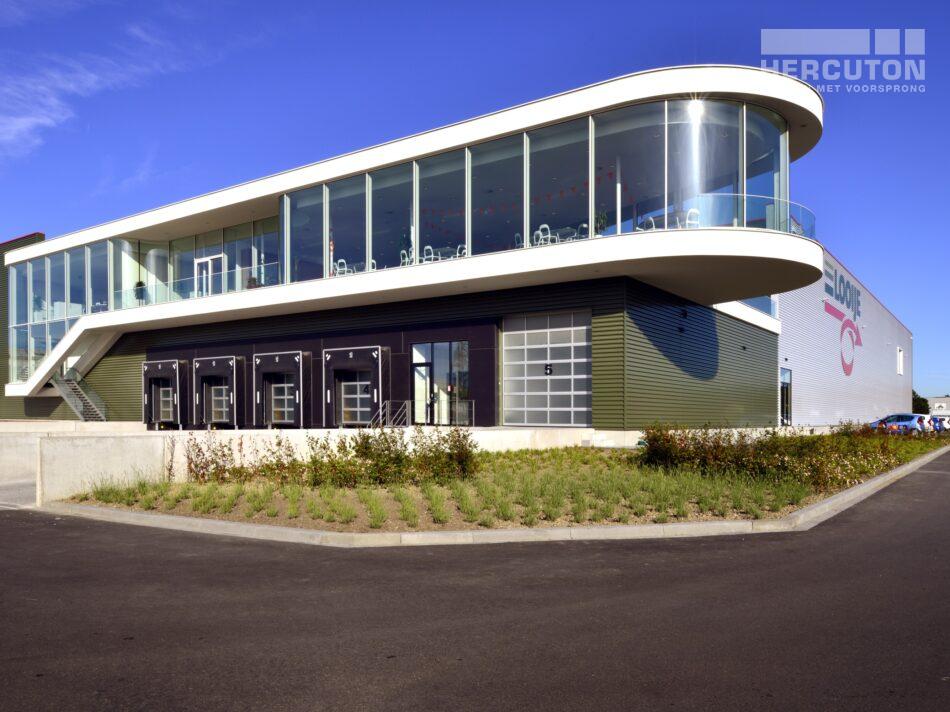 Hercuton heeft in Naaldwijk een kantoor met verpakkingscentrum gerealiseerd voor Looije Tomaten. - vooraanzicht