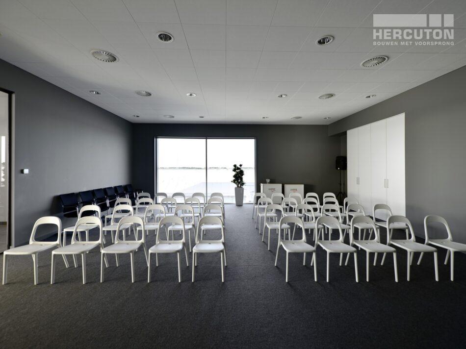 Hercuton heeft in Naaldwijk een kantoor met verpakkingscentrum gerealiseerd voor Looije Tomaten. - presentatieruimte