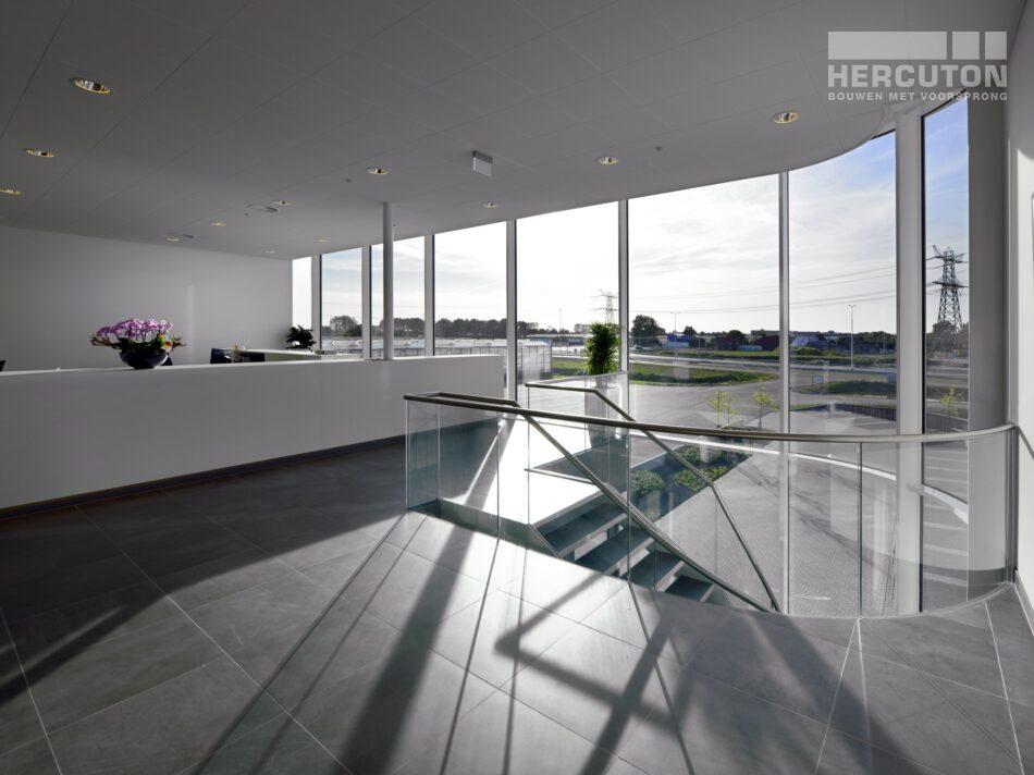 Hercuton heeft in Naaldwijk een kantoor met verpakkingscentrum gerealiseerd voor Looije Tomaten. - kantoor