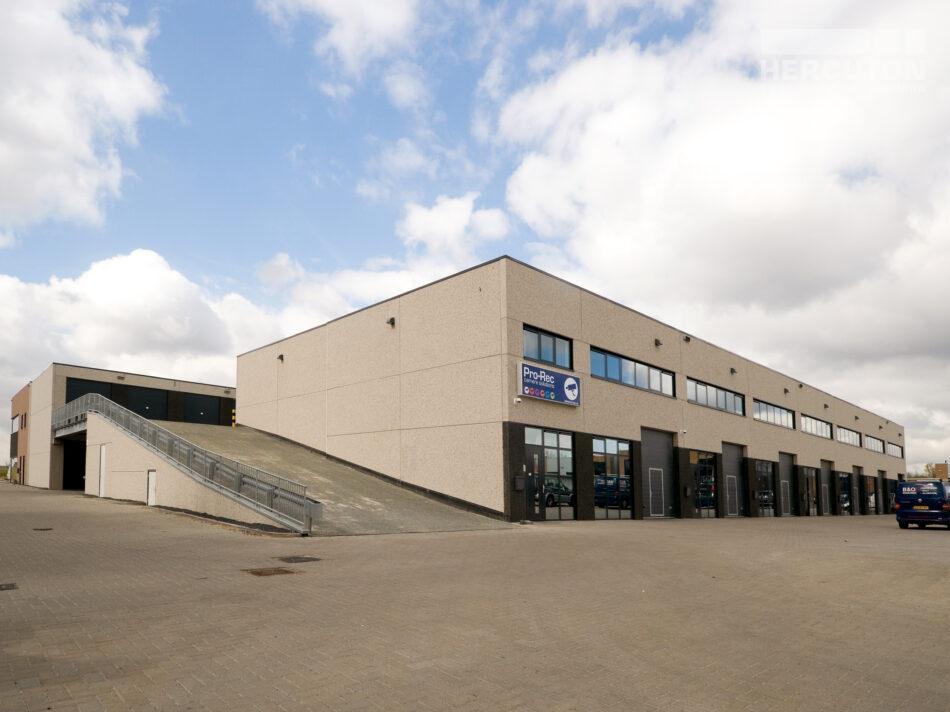 Het gebouw heeft een oppervlakte van 5.284 m2 en is uitgevoerd in de kleuren Bianca, Noorwegen Zwart en VM Roze.