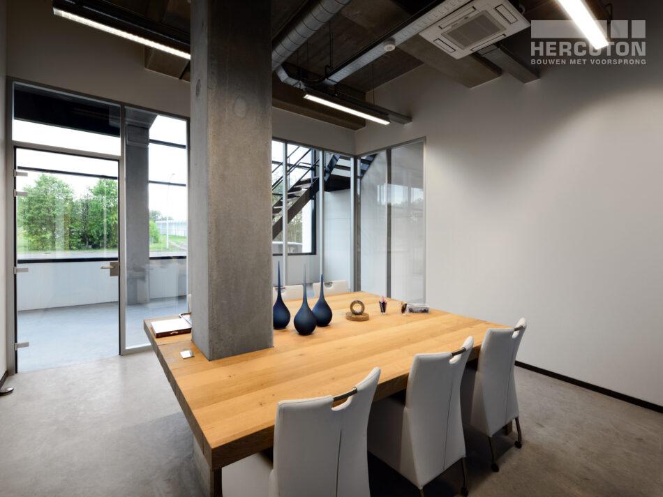 Hercuton heeft op Bedrijvenpark Het Hoog in Nieuwkuijk een kantoor met bedrijfsruimte gerealiseerd voor Pres International. Vanwege de industriële toepassing speelde geluidsisolatie een grote rol bij dit project.