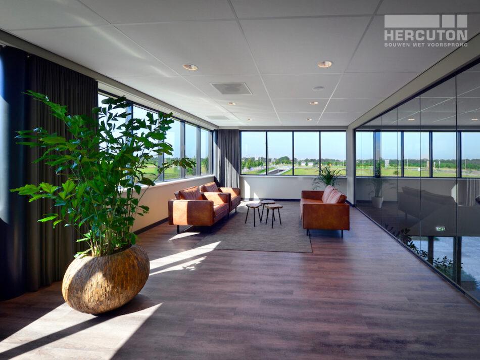 Nieuwbouw magazijnruimte met kantoor door Hercuton.b.v.