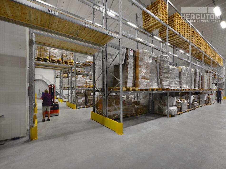 Nieuwbouw magazijnruimte met kantoor door Hercuton b.v. uit Nieuwkuijk