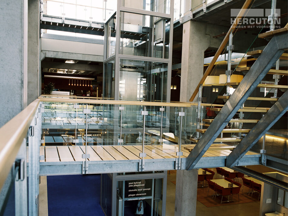 Hercuton realiseerde de showroom van Plieger in Zaltbommel. Het gebouw is uitgevoerd in de karakteristieke loft architectuur. - interieur