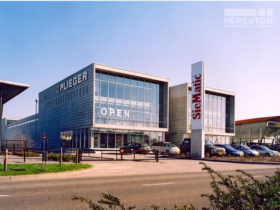Hercuton realiseerde de showroom van Plieger in Zaltbommel. Het gebouw is uitgevoerd in de karakteristieke loft architectuur.