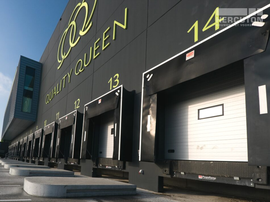 Hercuton realiseerde voor Quality Queen in Maasdijk een bedrijfspand ten behoeve van de verwerking, opslag en distributie van groente en fruit. - dock