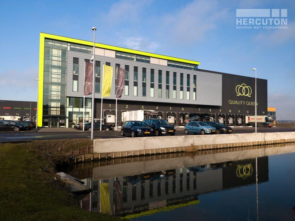 Hercuton realiseerde voor Quality Queen in Maasdijk een bedrijfspand ten behoeve van de verwerking, opslag en distributie van groente en fruit. - vooraanzicht