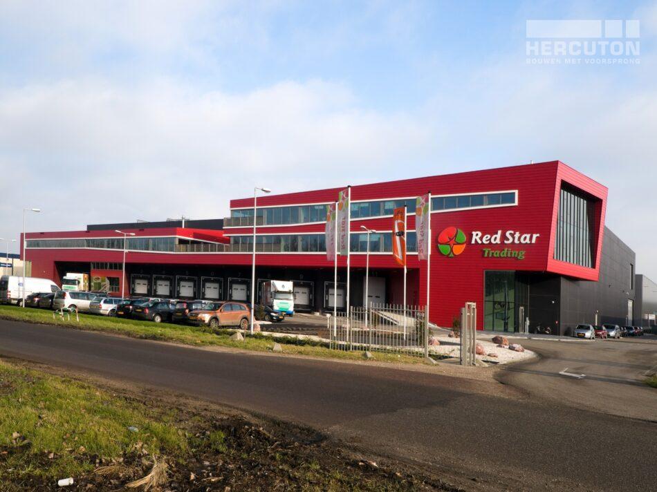 Het verpakkings- en distributiecentrum Red Star Trading is verdeeld over twee lagen