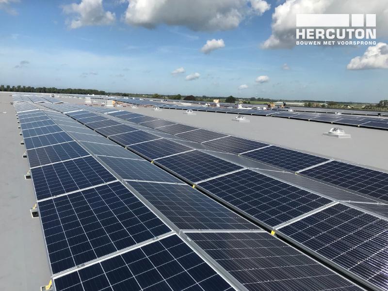 Zonnepanelen op nieuwbouw distributiecentrum SEGRO Hoofddorp door Hercuton