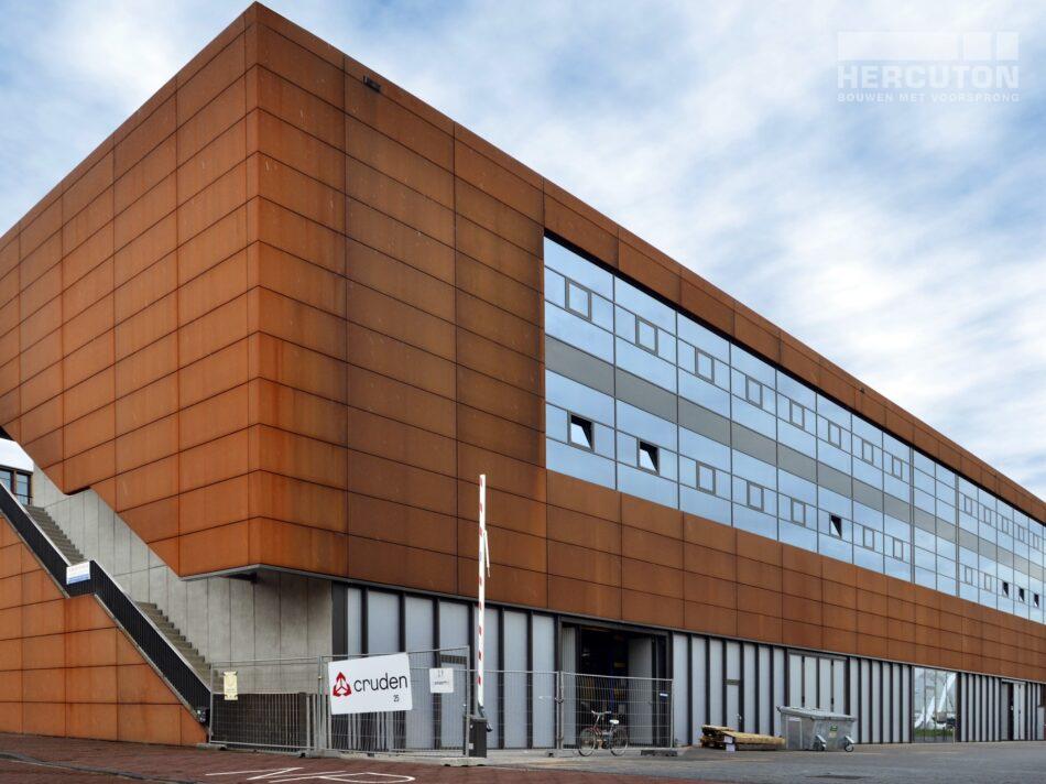 Nieuwbouw kantoor met bedrijfsruimte Steigereiland Amsterdam. gevel