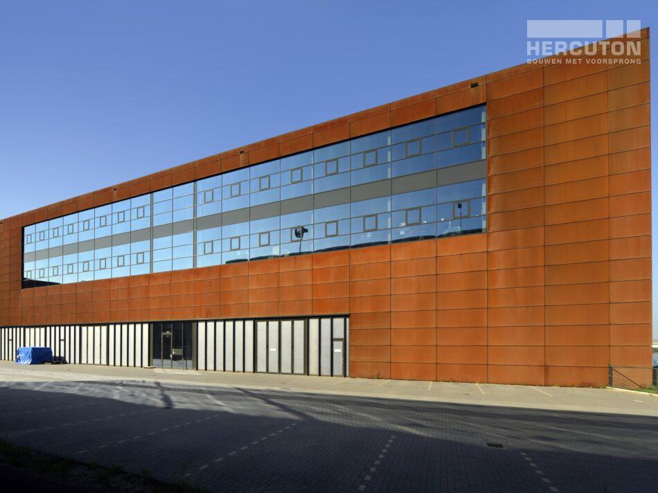 Nieuwbouw kantoor met bedrijfsruimte Steigereiland Amsterdam. geveldetail