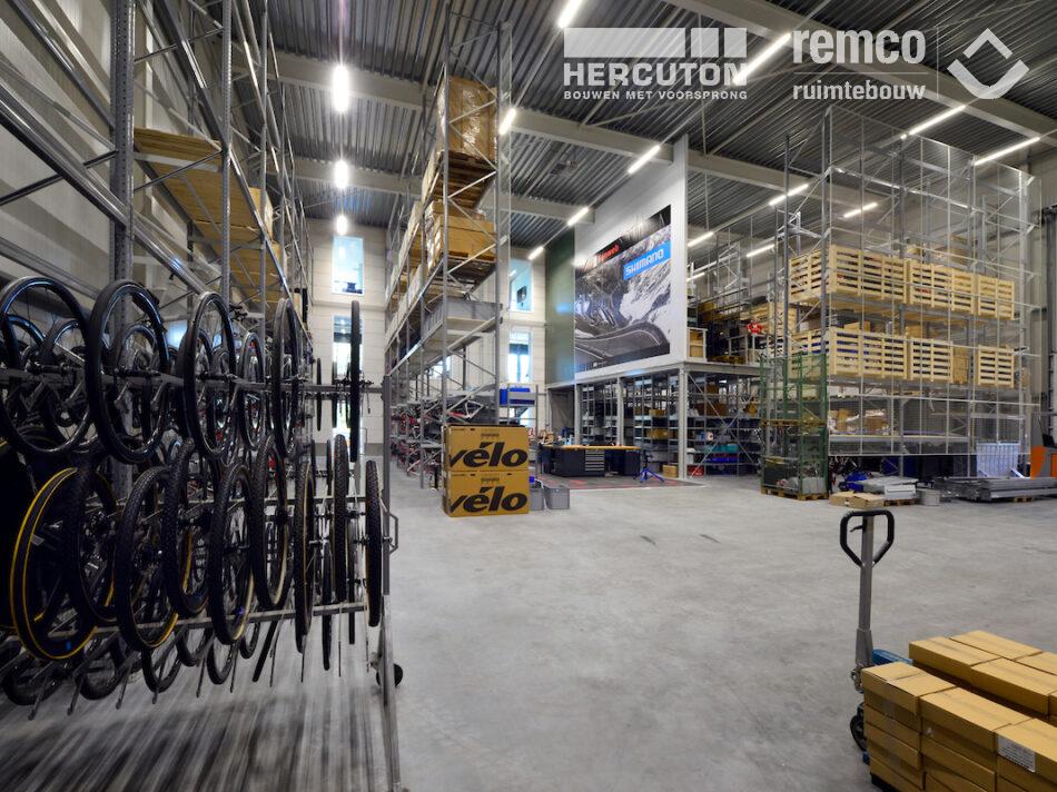 Bouwcombinatie Hercuton / Remco Ruimtebouw heeft het nieuwe hoofdkantoor van Team Sunweb turn-key gerealiseerd. - bedrijfshal