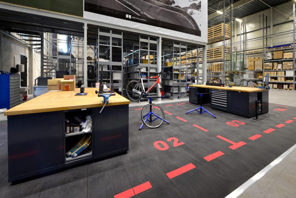 Bouwcombinatie Hercuton / Remco Ruimtebouw heeft het nieuwe hoofdkantoor van Team Sunweb turn-key gerealiseerd. - interieur