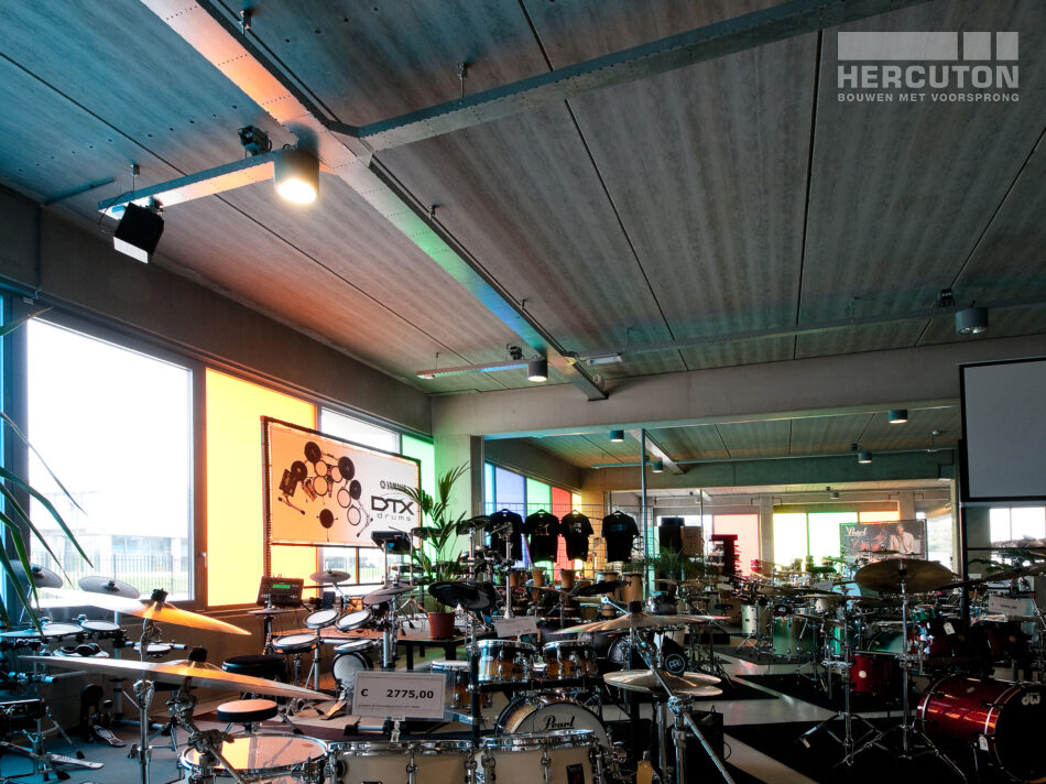 Het interieur van Terpstra Muziek gerealiseerd door Hercuton.