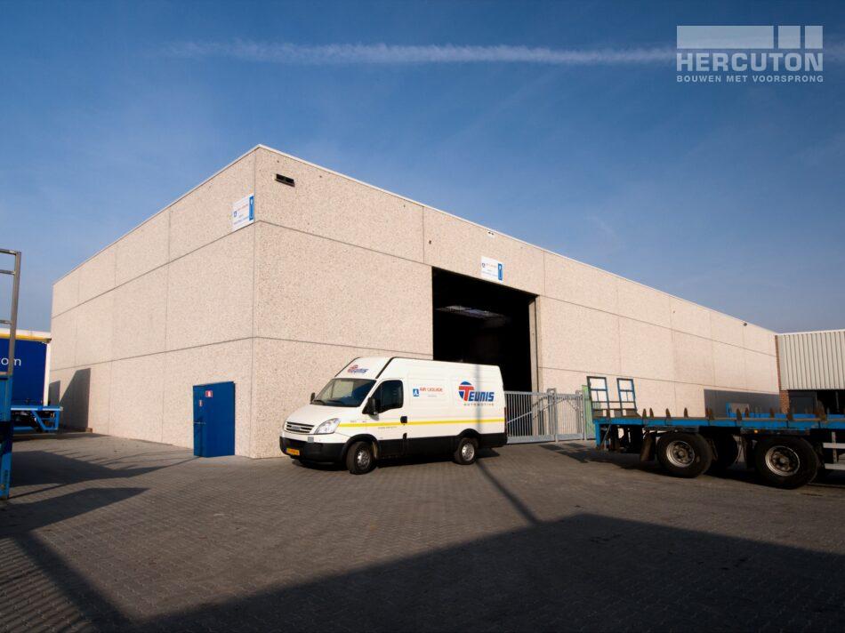Hercuton heeft in Rijssen voor Teunis Automotiv een bedrijfsruimte gerealiseerd die bestemd is voor de opslag van gevaarlijke stoffen. - zijgevel