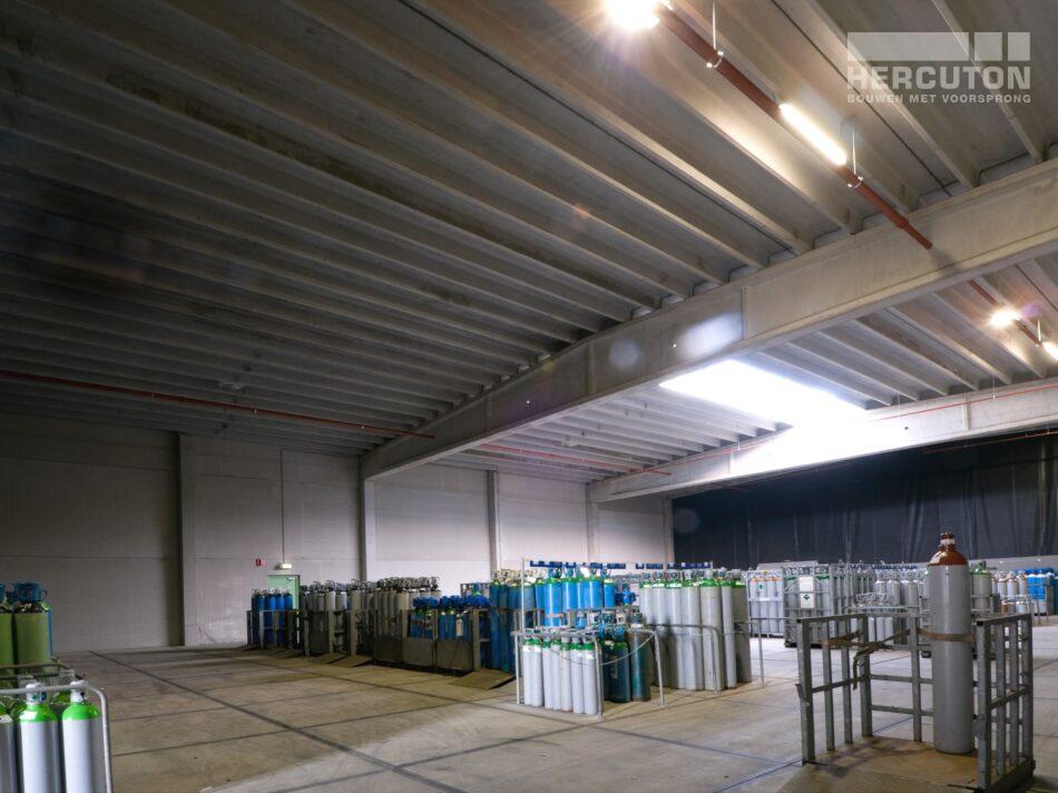 Hercuton heeft in Rijssen voor Teunis Automotiv een bedrijfsruimte gerealiseerd die bestemd is voor de opslag van gevaarlijke stoffen. - magazijn