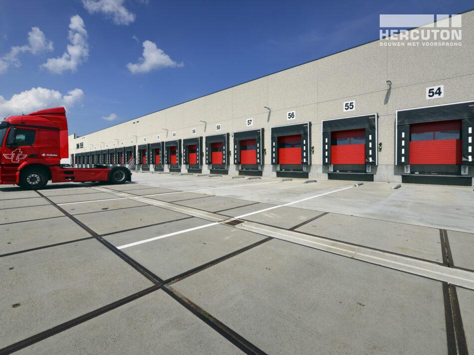 Voor Tielbeke Logistiek heeft Hercuton een nieuw logistiek centrum turn-key gebouwd.