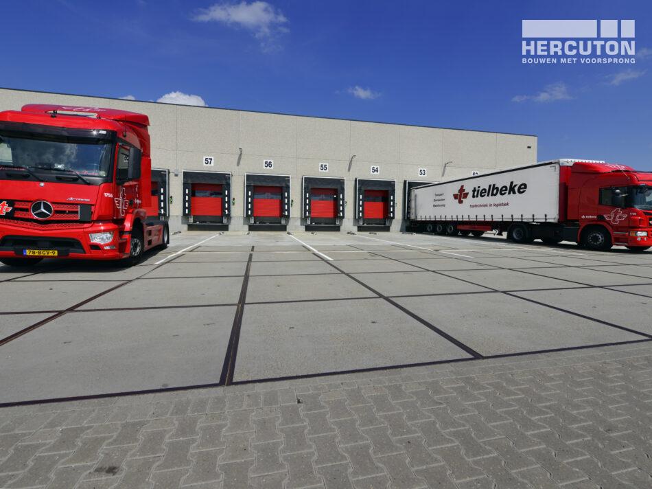 Het logistiek centrum is ontworpen en gebouwd door Hercuton.