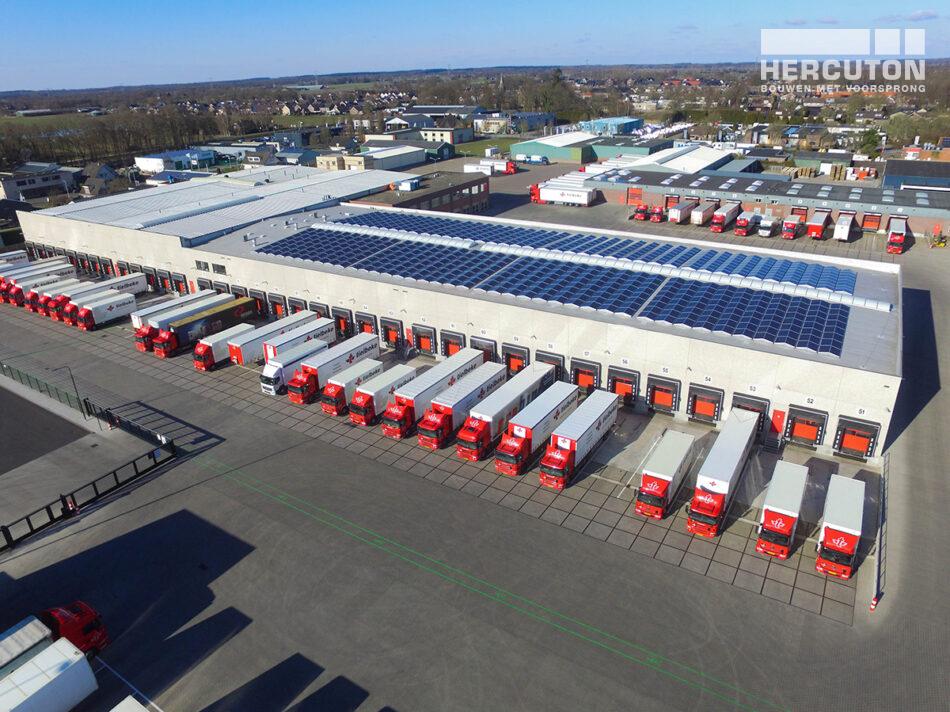Luchtfoto van nieuw logistiek centrum voor Tielbeke Logistiek in Lemelerveld gerealiseerd door Hercuton