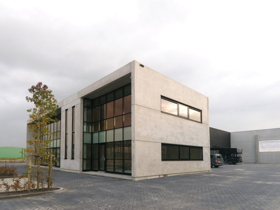 In Gameren heeft Hercuton een bedrijfsruimte met kantoor gerealiseerd voor Verhagen Dakbedekking.