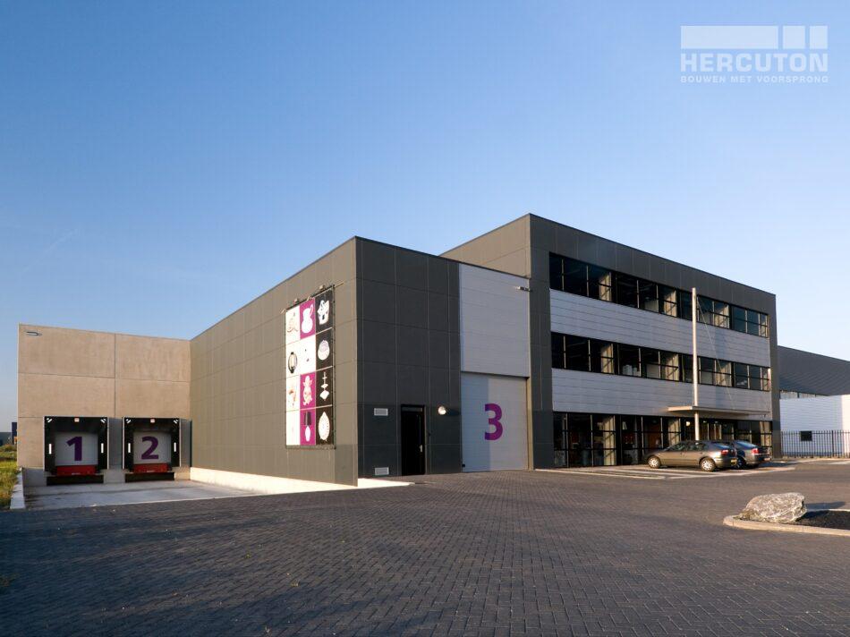 Hercuton realiseerde een bedrijfshal met loft kantoor en laadkuil voor Verhagen Group.