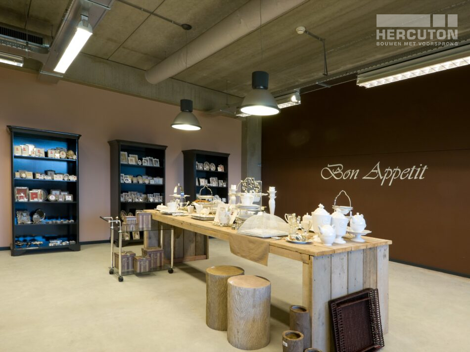 Hercuton realiseerde een bedrijfshal met loft kantoor en laadkuil voor Verhagen Group. - loft kantoor