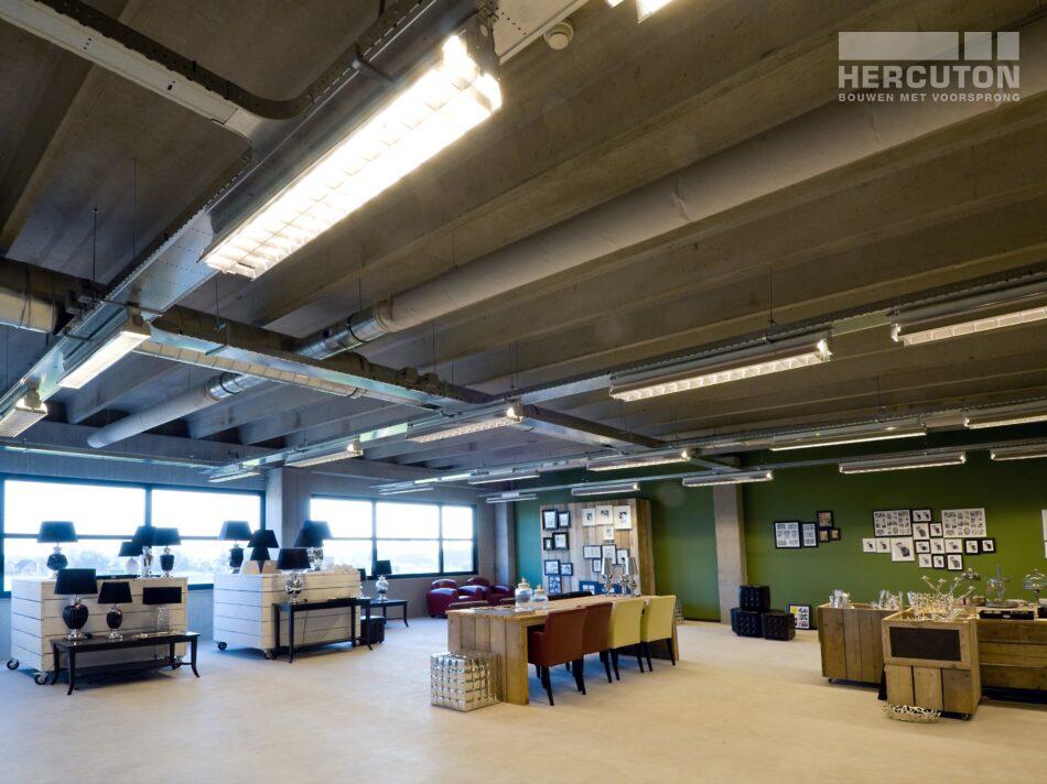 Hercuton realiseerde een bedrijfshal met loft kantoor en laadkuil voor Verhagen Group. - kantoor