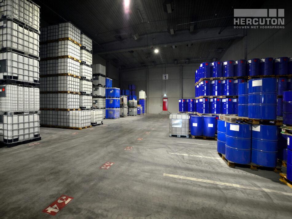 Nieuwbouw opslag gevaarlijke stoffen Vos Olie- en Gasprodukten, Amsterdam door Hercuton b.v. uit Nieuwkuijk bouwbedrijf