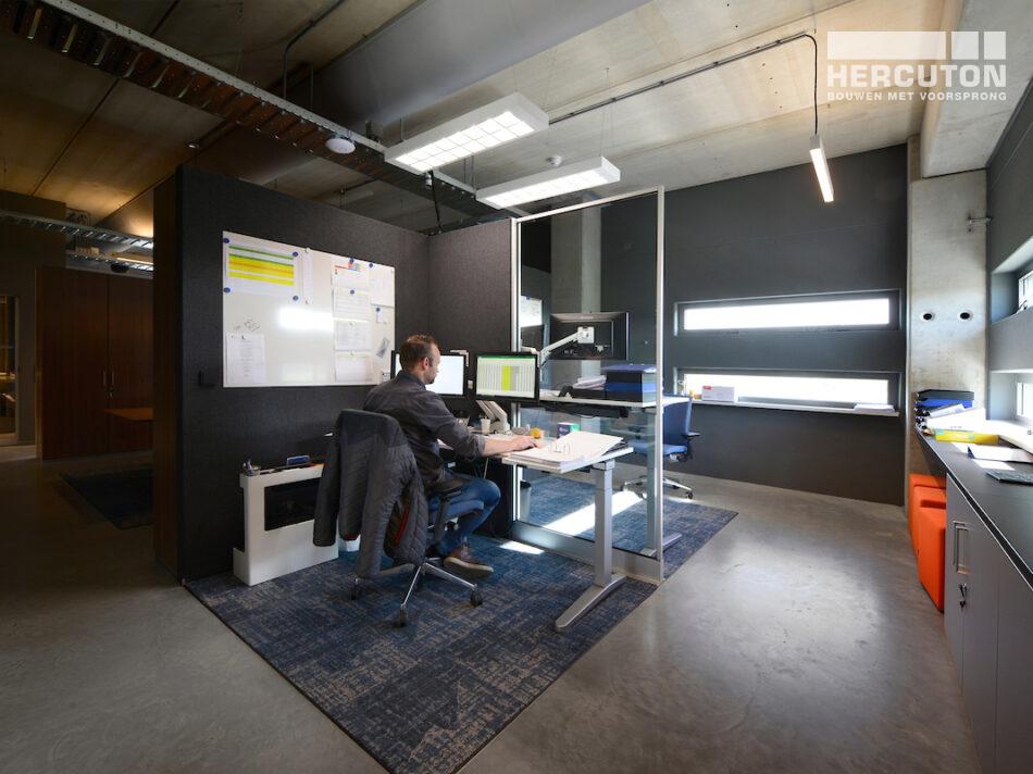 Nieuwbouw bedrijfsruimte met kantoor Vriend Coevorden gerealiseerd door Hercuton