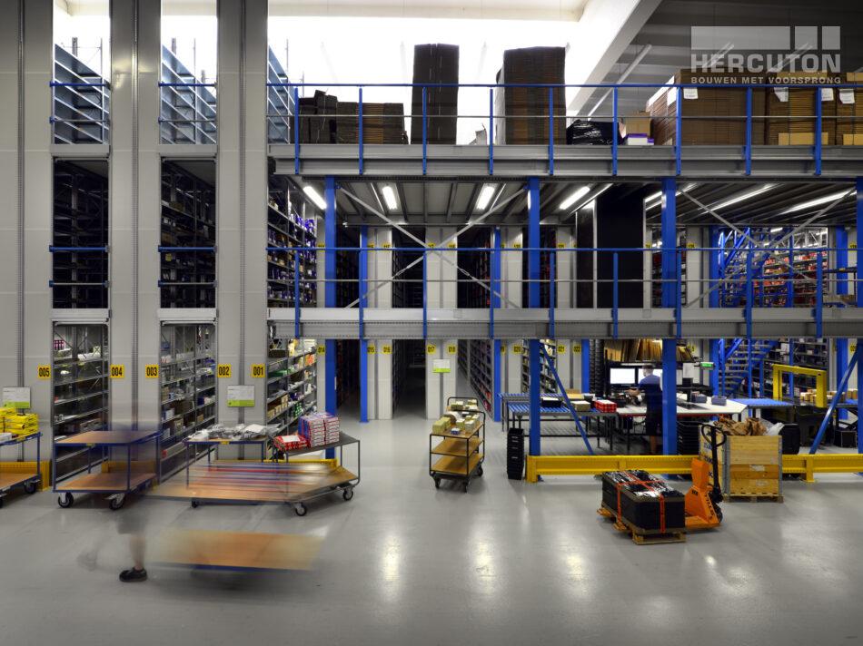 Hercuton heeft voor World Bearing Trade - een bedrijf dat zich richt op de handel van lagers - hun nieuwe onderkomen gerealiseerd. Na het bezoeken van een aantal referentieprojecten was de voorkeur voor prefab beton snel duidelijk.